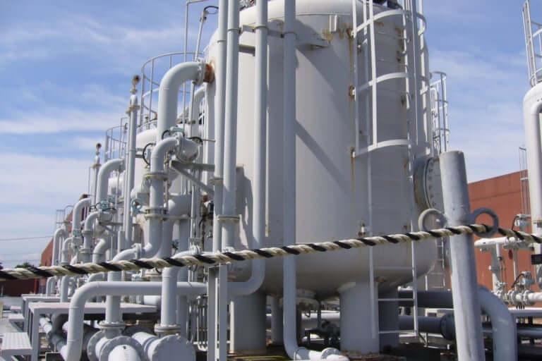 【和泉市】有毒な硫化水素が発生、13日午前ごろ、市内工場のタンクに作業員男性2人が転落