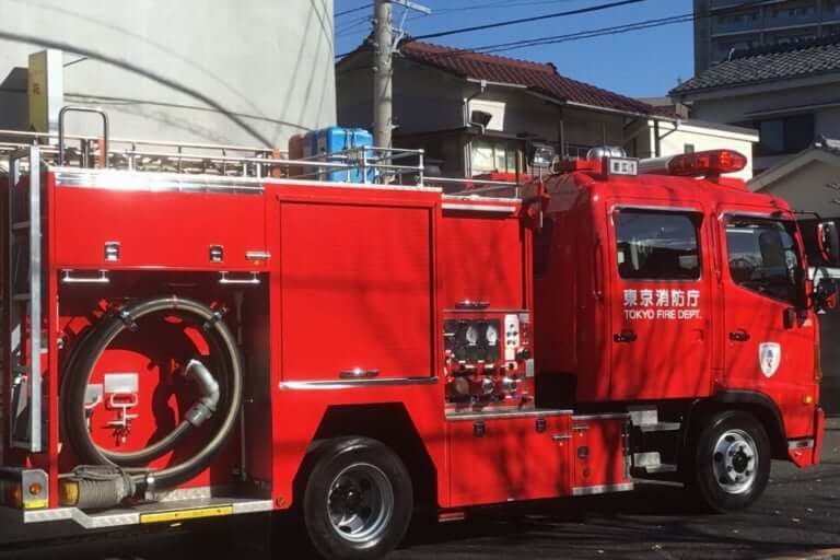 【泉佐野市】民家から大きな炎と黒煙が上がる、19日午前、JR東佐野駅付近で火災が発生していた模様です